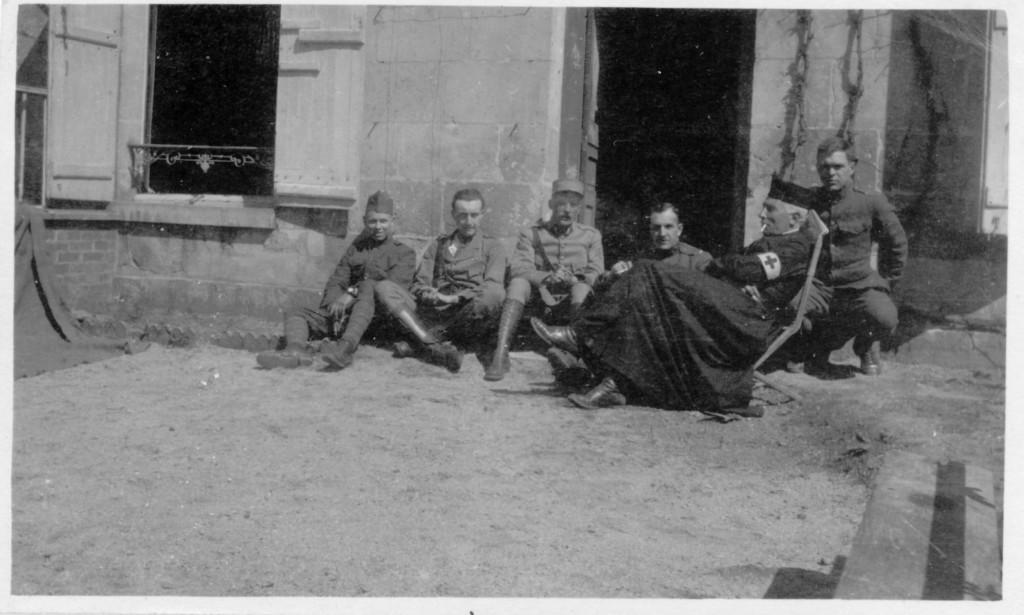 35. Chaplain of 22d Division of Infanterie du ligne et les officers et sous officiers de la SSU 642