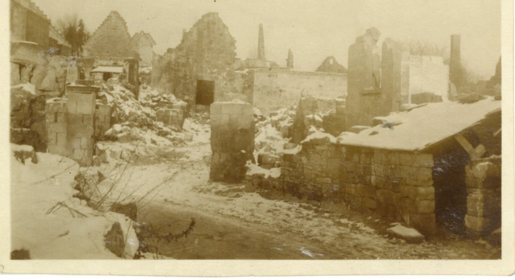 45. -Juvigny-1917-1918 Town in ruins under the snow.